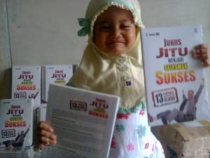 Azka Syakira (3,5 tahun, Redaksi Penerbit Mitra Pemuda