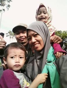 Bersama istri dan kedua anak kami (Azka Syakira dan Bukhaari Muhtadin)